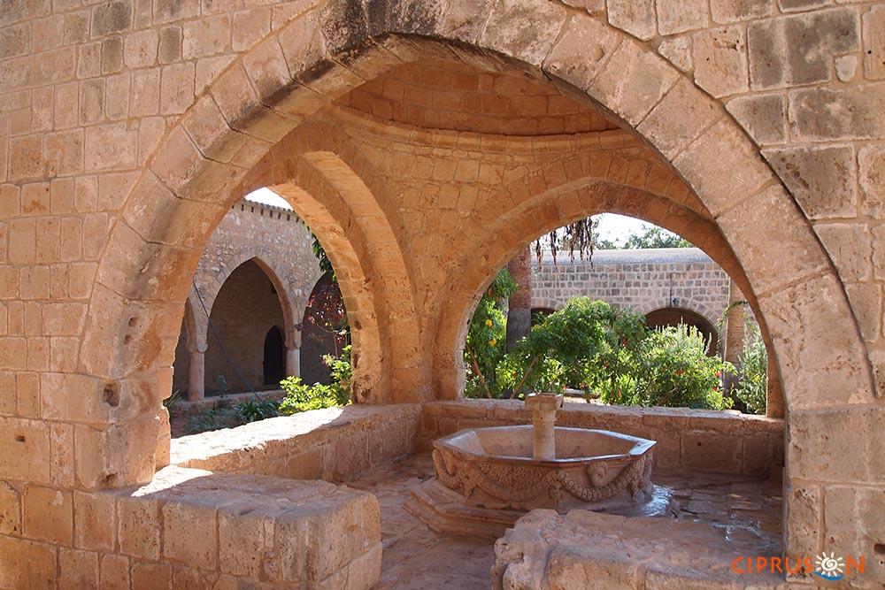 Agia Napa kolostor, a város látnivalói