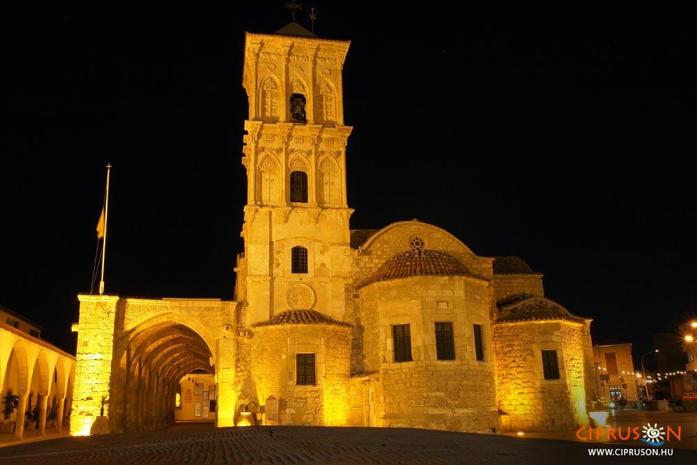 Larnaka egyik legszebb látnivalója éjszaka