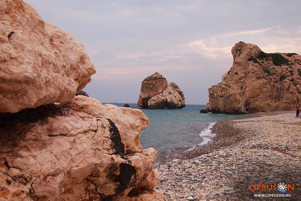 Afrodité sziklái, Afrodité születési helye Cipruson