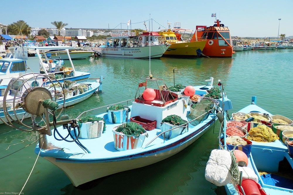 Agia Napa kikötője, hajós fakultatív programok és hajókirándulások