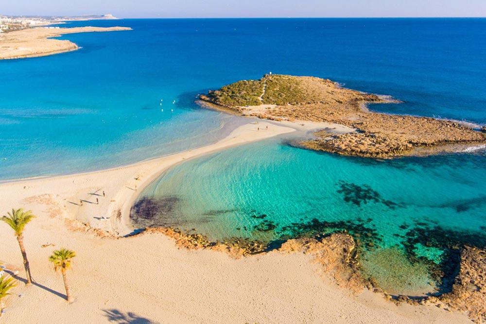Az időjárás Cipruson szeptemberben októberben és novemberben, a tenger hőmérséklete ősszel