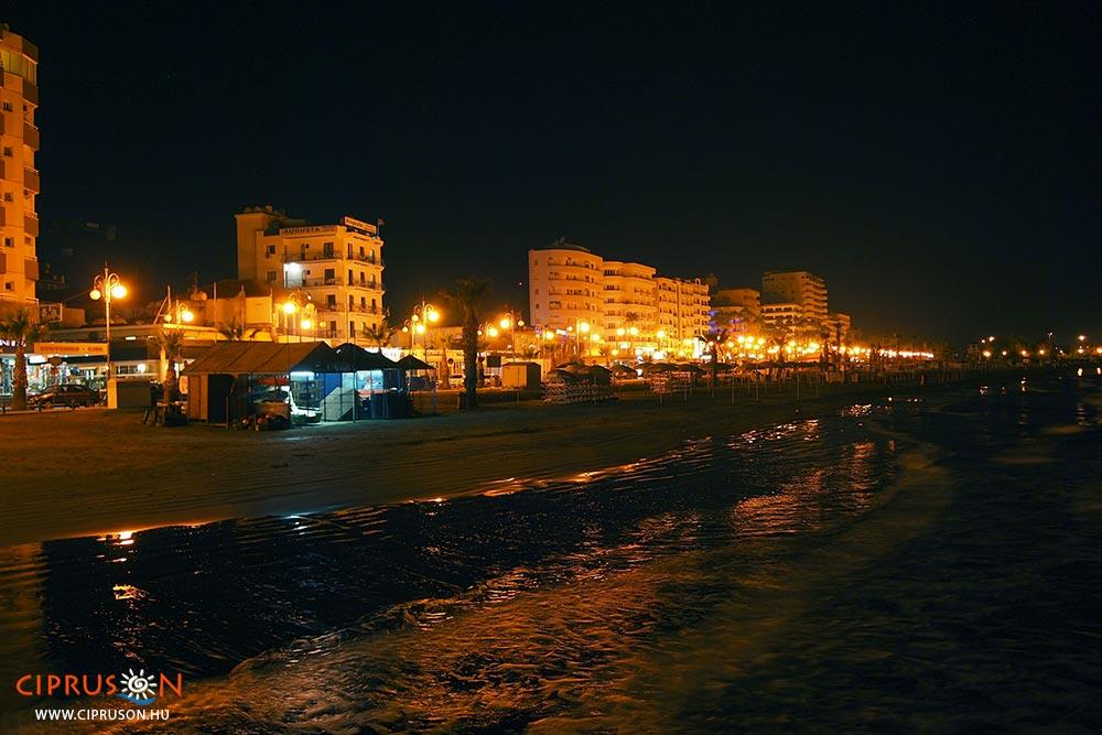 Larnaka este, éjszakai élet