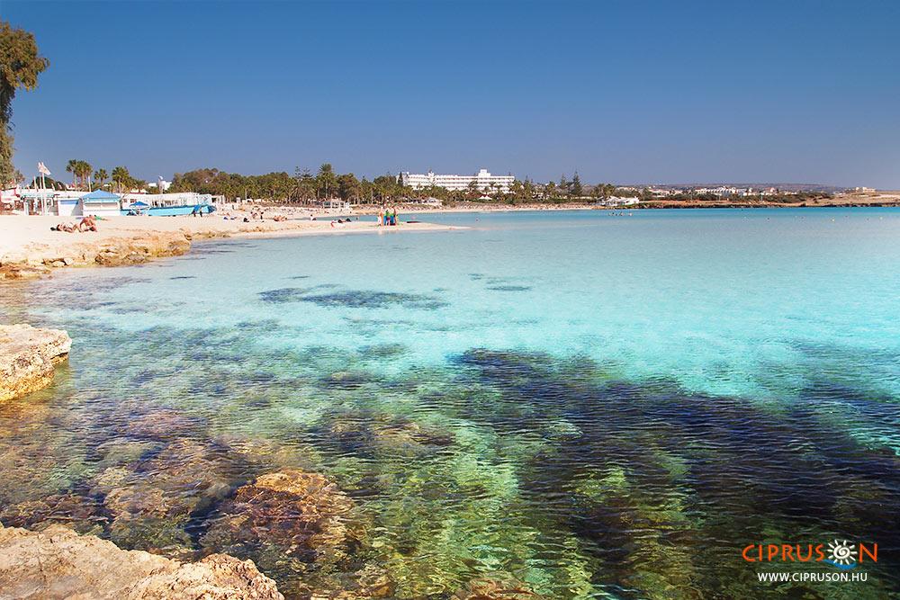 Nissi beach Agia Napa legszebb strandja Ciprus keleti részén